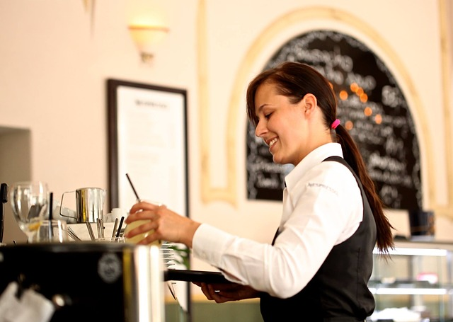 waitress-2376728_640